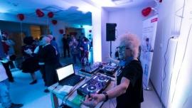 Dancing, jakiego nie było. DJ Wika zagrała dla seniorów we Wrocławiu